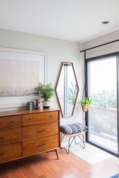 Home Plant-Filled California Condo House Tour Design Living Room, Living Spaces, Design Bedroom, Bedroom Inspo, Home Decor Bedroom, Bedroom Furniture, Bedroom Sets, Queen Bedroom, Bedroom Plants