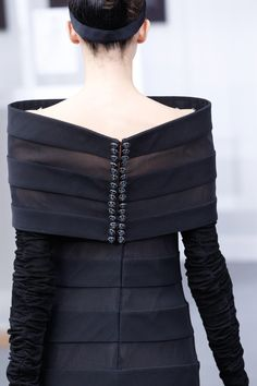See all the Details photos from Chanel Autumn/Winter 2016 Couture now on British Vogue Chanel Couture, Couture Details, Fashion Details, Timeless Fashion, Fashion Design, Chanel Fashion, Couture Fashion, Fashion Show, Fashion Trends