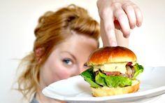 koko a burger 5 Salmon Burgers, Hamburger, Nom Nom, Food And Drink, Menu, Ethnic Recipes, Bulgur, Menu Board Design, Burgers