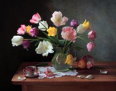 #still #life #photography • photo: С тюльпанами | photographer: Татьяна Скороход | WWW.PHOTODOM.COM