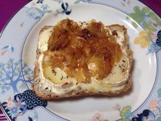 Toasts au chèvre chaud et compotée d'oignons au miel - Recette de cuisine Marmiton : une recette