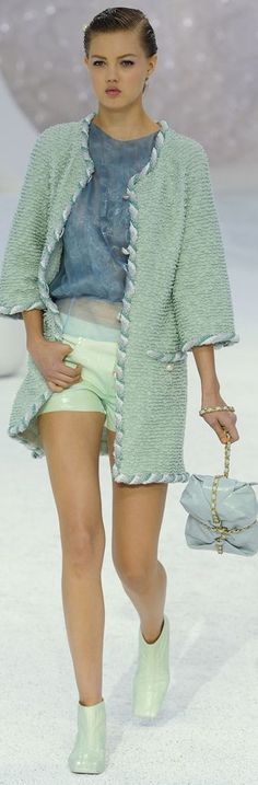 Chanel Spring 2012 Ready-to-Wear Fashion Show