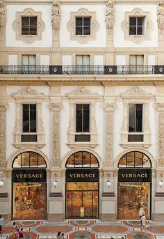 Versace resgata a história da Galleria Vittorio Emanuele Milão - Fernanda Massarotto : Ela