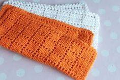Crochet washcloth tutorial by Karen Klarbæks Verden Crochet Home, Knit Or Crochet, Crochet Crafts, Yarn Crafts, Crochet Stitches, Crochet Projects, Filet Crochet, Crochet Potholders, Crochet Dishcloths