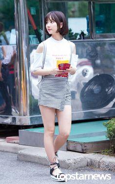웃짤닷컴 - Her Crochet Fashion Idol, Kpop Fashion, Asian Fashion, Skirt Fashion, Daily Fashion, Fashion Models, J Hope Tumblr, Beautiful Girl Image, Kpop Outfits