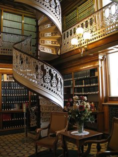 love the staircase <3