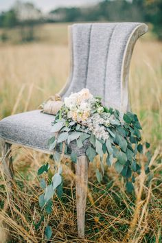 Organic bridal bouquet | Shauna Veasey | see more on: http://burnettsboards.com/2015/10/organic-countryside-wedding/