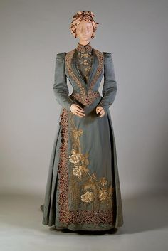 Day dress ca. 1890From the Kent State University Museum on Facebook