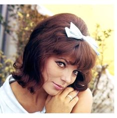 Hollywood Fashion, 1960s Fashion, Hollywood Glamour, Classic Hollywood, Hollywood Style, Dame Joan Collins, Jackie Collins, Vintage Haircuts, New Haircuts