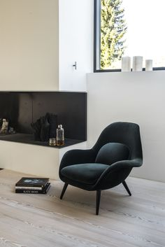 8 Modern Accent Chairs for a Super Chic Living Room - - An accent chair is the perfect answer to both home decorating challenges. Check out Modern Chairs selection of Accent Chairs for a Super Chic Living Room. Chic Living Room, Living Room Chairs, Home And Living, Living Room Decor, Modern Living, Danish Living Room, Dining Chairs, Dining Room, Ikea Chairs