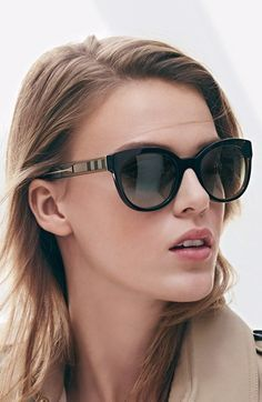 Sunglasses Quality - Burberry sunglasses - I am sure that many times you have wondered if your sunglasses are good, if you have the protection against the ultraviolet that promises the seller and / or manufacturer Burberry Sunglasses, Stylish Sunglasses, Retro Sunglasses, Ray Ban Sunglasses, Sunglasses Women, Summer Sunglasses, Ray Ban Mujer, Crochet Bolero, Black Women Fashion