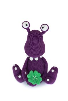 Dizzy Dirkie by Cees van Tol // 'Amigurumi Monsters' book // Dim the lights, bring out your flashlight and quickly check underneath your bed: this new book will reveal the most adorable amigurumi monsters!