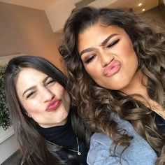 laurenlevinson: Millennial moment with @/zendaya  She is truly one of the most intelligent, inspiring teens