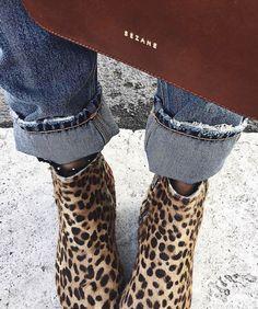 Les boots léopard, éternellement tendances... (boots Isabel Marant - photo Audrey Lombard)