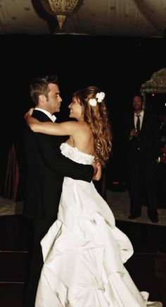 Diario italiano di Robbie Williams: HIGHT QUALITY PHOTOS Robbie Williams, Wedding Pictures, Love Him, Strapless Dress Formal, Beautiful People, Dj, Take That, Singer, Fancy