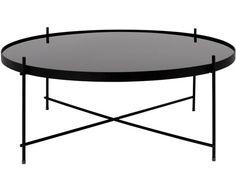 Eleganz auf höchster Stufe: Dieser Couchtisch ist ein Augenschmaus für Design-Liebhaber! Das Modell CUPID von Zuiver passt perfekt in moderne Wohnwelten, die sehr edel gestaltet sind, kann aber auch mit klassischem Interieur wundervoll kombiniert werden. Der Tisch bietet eine perfekte Ablagefläche für die Sektgläser bei der Mädelsrunde oder Ihr Lieblingsbuch. Die kreisrunde Tischplatte ist aus Glas, die filigranen Beine sind aus pulverbeschichtetem Metall gearbeitet und machen CUPID zu einem…