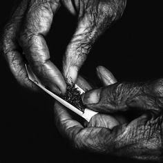 Portrait by Lee Jeffries Louise Bourgeois, Hand Photography, Street Photography, White Photography, Lee Jeffries, Working Hands, Photo D Art, Old Hands, Homeless People