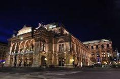 La Òpera de Viena - És una ciutat de l'Europa central situada a la vora del Danubi , a la vall dels Boscos de Viena , al peu dels primers contraforts dels Alps . És la capital d'Àustria i un dels seus nou estats federats .