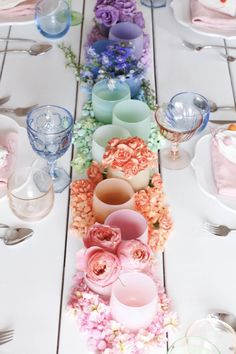 Valentine's Day has come a long way in the past few decades. It's not just for couples anymore. It's widely celebrated by all - check out these 7 swoon-worthy Valentine's Day tablescapes to inspire your celebration! Floral Centerpieces, Table Centerpieces, Rainbow Centerpiece, Centrepieces, Centerpiece Ideas, Valentines Day Tablescapes, Deco Ballon, Rainbow Wedding, Deco Table