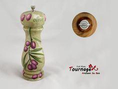 Moulin à Poivre fait en bois de châtaignier et décoré avec du découpage : #Cuisine et service de table par tournage