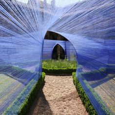 Atelier YokYok installed this beautiful geometric string sculpture in the cloister of St. Stephen's Cathedral in Cahors, France. The vaulted shapes echo the surrounding architecture. The project won this year's Festival Juin Jardins Cahors Land Art, Landscape Architecture, Architecture Design, Futuristic Architecture, String Installation, French Cathedrals, Art Public, Instalation Art, The Cloisters