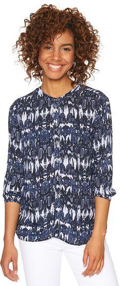 kragenlose Bluse mit Allover-Print für Frauen (gemustert, 3/4-Arm mit Rundhals-Ausschnitt) aus weich fließender Viskose, Ärmel mit eingefasstem Elastik-Band. Material: 100 % Viskose...