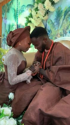 Couples African Outfits, African Dresses Men, African Men, African Beauty, Traditional Wedding Attire, African Traditional Wedding, African Wedding Attire, African Attire, African Textiles