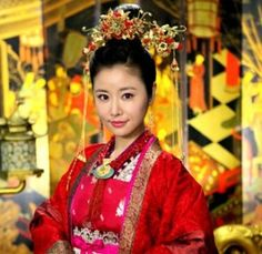 The Glamorous Imperial Concubine Asian Love, Beautiful Asian Women, Culture Clothing, Bridal Headdress, Oriental Fashion, Oriental Style, Cute Korean Girl, Traditional Dresses, Traditional Chinese
