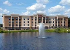 Hampton Inn & Suites Mount Pleasant Mount Pleasant (Texas) This Mount Pleasant hotel is just off Interstate 30, is less than 2 miles from Heritage Park. The hotel offers a hot daily breakfast, indoor swimming pool and free Wi-Fi.