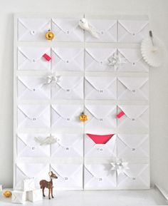 Natale : calendario dell'avvento - Christmas : Advent Calendar inspiration - this would be cool to do for someone's birthday month. I loved having a December advent calendar when I was a kid! Christmas Countdown, Christmas Calendar, Noel Christmas, Christmas Design, Birthday Countdown, Christmas Ideas, Christmas Tables, Nordic Christmas, Modern Christmas