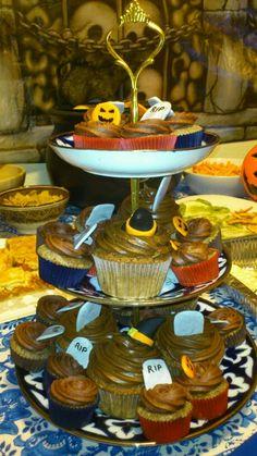 Cupcakes de chocolate y oreo, realizados por mi amiga Jessy y yo para la noche de halloween 2013