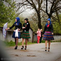 3 young girls geting ready for a village holiday. South East Europe, Eastern Europe, Folk Costume, Costumes, Romania People, Romanian Girls, Visit Romania, Village Girl, Beauty Around The World