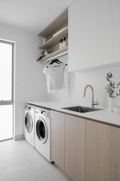 Laundry Room Colors, White Laundry Rooms, Modern Laundry Rooms, Laundry In Bathroom, Modern Room, Laundry Cupboard, Kitchen Mixer Taps, Laundry Room Inspiration, Laundry Room Organization