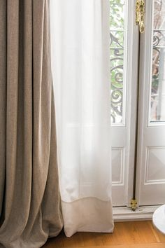 How to choose the curtains well: comparative of 5 curtains in the same window Blinds And Curtains Living Room, Diy Curtains, Best Living Room Design, Living Room Designs, Curtain Room, Casamance, Curtain Styles, Colorful Curtains, My Room