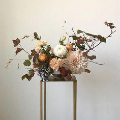 Unique floral arrangement with blush and orange tones Vase Arrangements, Floral Centerpieces, Fall Floral Arrangements, Tall Centerpiece, Centerpiece Wedding, Centrepieces, Carpe Diem, Floral Wedding, Wedding Flowers