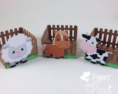 Forminha Cerquinha Fazendinha with assorted farm animals. Cow Birthday, Farm Animal Birthday, Cowgirl Birthday, 1st Birthday Parties, Farm Themed Party, Barnyard Party, Farm Party, Craft Stick Crafts, Crafts For Kids