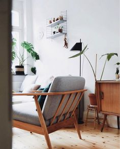Scandinavian home inspiration to improve your house. This is simple scandinavian home decoration ideas javgohome-Home Inspiration Scandinavian Home Inspiration Ideas Mid Century Living Room, My Living Room, Living Room Interior, Home And Living, Living Room Furniture, Home Furniture, Living Room Decor, Living Spaces, Furniture Movers