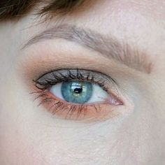 Grey and coral eye make up. Orange and grey aesthetic. Natural brows. Make up for blue-green eyes. Make up inspiration. Beauty look using the Anastasia Beverly Hills Subculture palette. Close up beauty look. #talontedlex