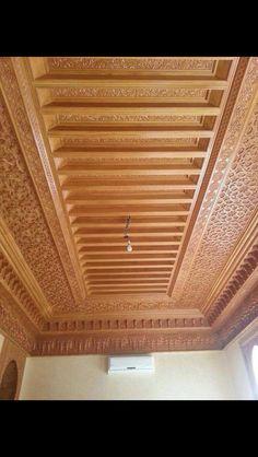 سقف خشب حفر Wooden Ceiling Design, House Ceiling Design, Ceiling Design Living Room, Wooden Ceilings, Home Ceiling, Ceiling Decor, Wood Design, Door Design Images, False Ceiling Living Room