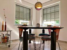 Diese Sitzauflagen aus echtem Lammfell machen sich nicht nur auf der Terrasse gut, sondern natürlich auch in jedem stilsicheren Esszimmer. Table, Furniture, Home Decor, Fine Dining, Terrace, Chair Pads, Lunch Room, Home, Decoration Home
