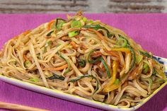 Weight Watcher Recipes 67520 WW vegetarian stir-fried noodles, recipe for a tasty light dish with an Asian taste, easy and simple to prepare for a light meal. Plats Weight Watchers, Weight Watchers Meals, Light Recipes, Quick Recipes, Otto Lenghi, Parmesan Chicken Wings, Weigh Watchers, Sicilian Recipes, Sicilian Food