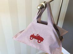 Sac à tarte à petits carreaux rouge/bleu et voiture rouge à paillettes : Cuisine et service de table par fleur-de-laine