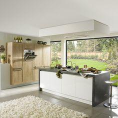 De Torce Iruna keuken combineert een modern keukenblok met een landelijke houten kastenwand // Keuken Kampioen @ Villa Arena