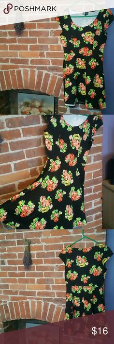 Floral Skater Dress This 90's style skater dress is sooo cute. Pair it with a pair of Doc Marten's and you're good to go.  MAKE AN OFFER vibe Dresses