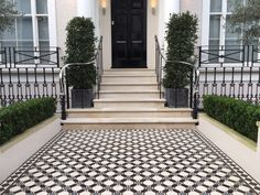 Nottinghill, London pinned by www.vessou.com Made in England. Timeless design, handcrafted. #pots #planters #vasi #interiors #interiordesign #architecture #outdoordesign