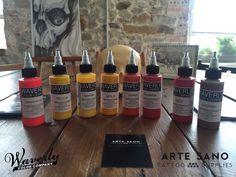 WAVERLY se fabrica en los EE.UU. y contienen los pigmentos más finos y más limpios disponibles en todo el mundo. En Arte Sano Tattoo Supplies, disponemos desde ya, de una gran gama de colores de esta prestigiosa marca estadounidense.