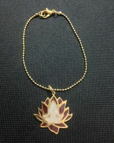 N A M A S T É  #kelandklotusflower#kelandkbuddhism  #namaste#meditation#meditacion#espiritualidad#lotusflower#flordeloto#earring#zarcillos#yogajewelry#yoga#jewelry #masquejoyas#namaste#handcraftedjewelry#hechoamano#talentovenezolano#zen #buda #buddha #buddhism #zen #yogavenezuela #yogacaracas #yogapanama  @roraimagauna @anandabycc @condor_yoga @maradubs @mauguadarrama @zule12a @carlitajahlive @marielarteholistico @audra_guevara @veroroamatista@zule12a @carlitajahlive @soniasalas13…