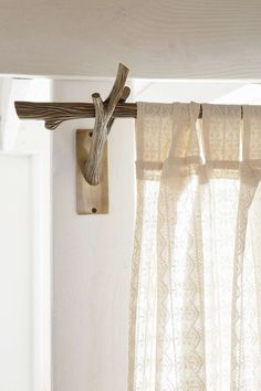 Rustic style curtain rods work well with a rustic country setting. One of the biggest advantages of rustic style curtain rods is that they are fairly inexpensive. Branch Curtain Rods, Rustic Curtain Rods, Modern Curtain Rods, Rustic Curtains, Modern Curtains, Diy Curtains, Curtain Rod Brackets, Curtains 2018, Home Decor Ideas