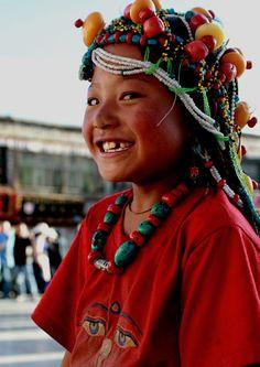 Avec nos guides tibétains, vous sentirez un autre monde de la Chine - Tibet. Sa nature merveilleuse et ses cultures mystérieuses vous attireront.