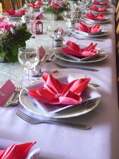 Ambiance table de baptême, thème : parme, fuchsia et argent. contact@valeriehacquin.com
